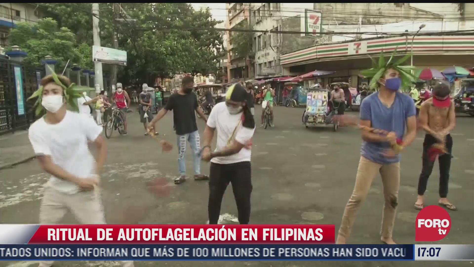 catolicos participan en ritual de autoflagelacion en filipinas