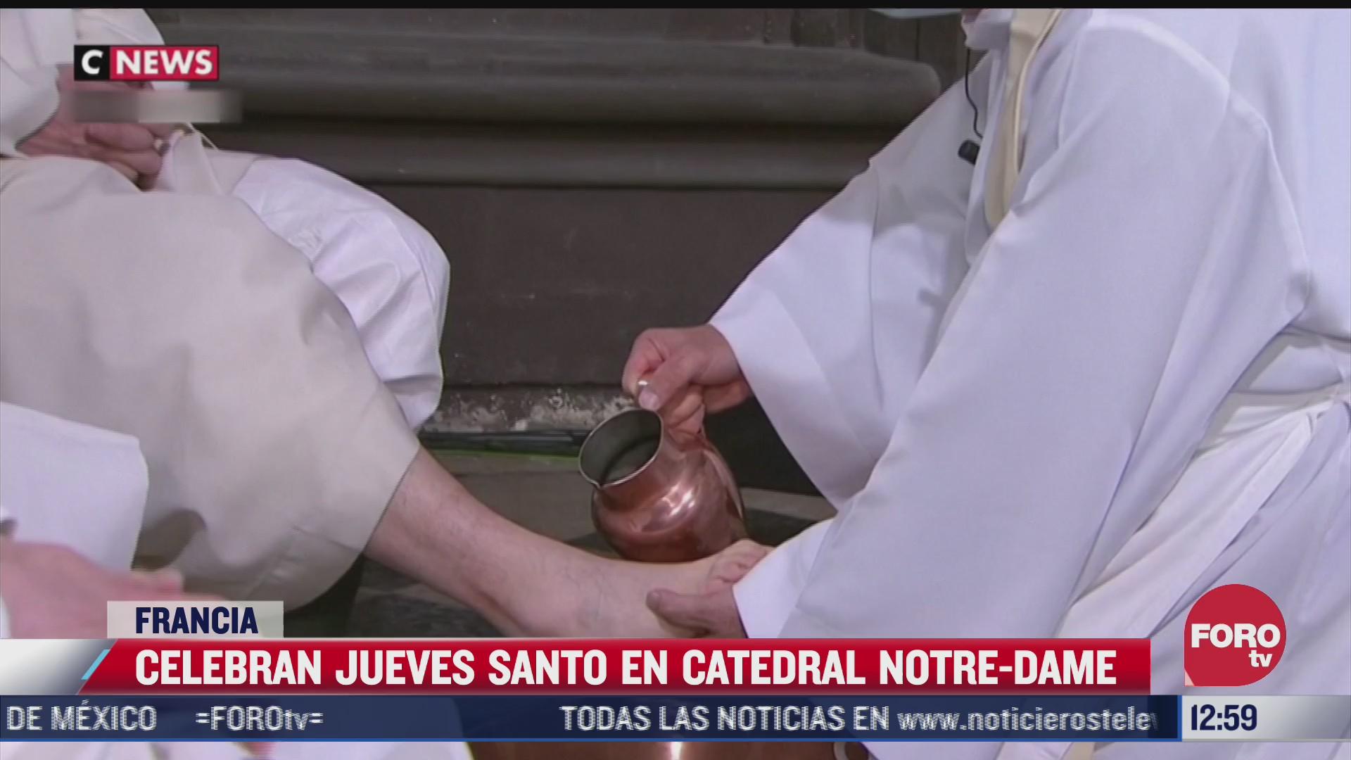 celebran lavatorio del jueves santo sin publico en la catedral de notre dame