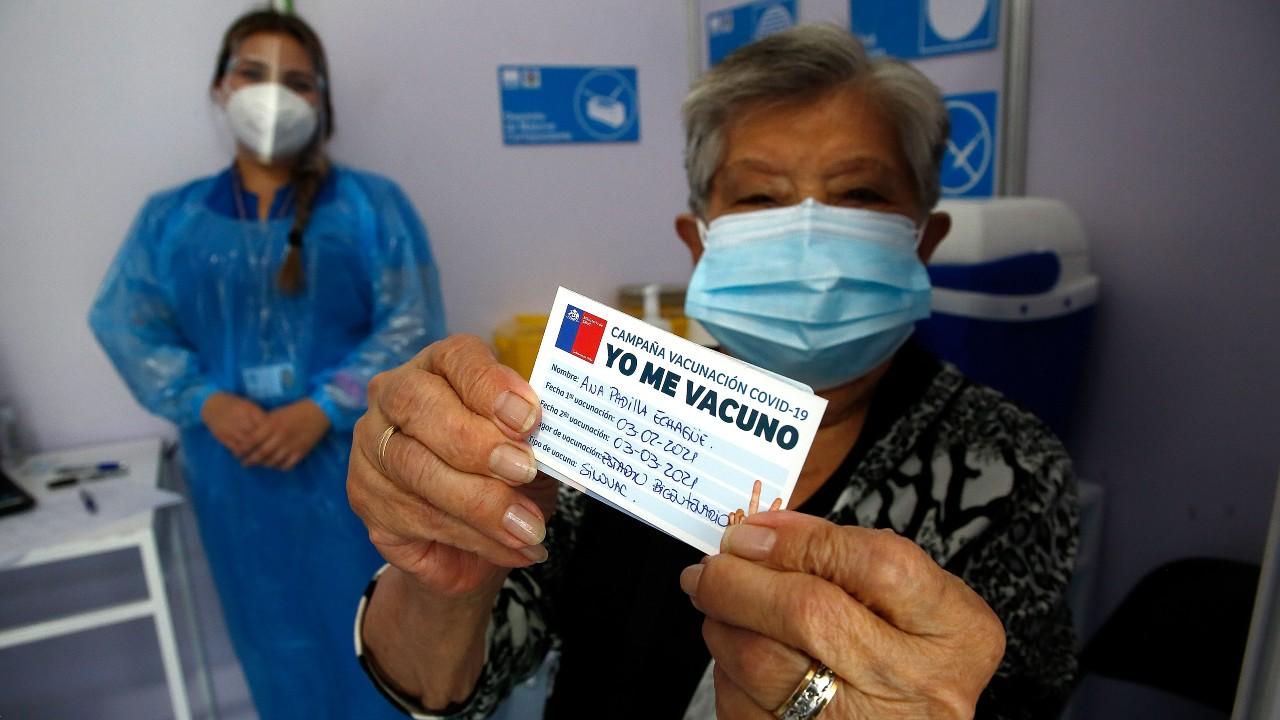 Chile pide vacunarse contra COVID-19 para llegar a la inmunidad de rebaño