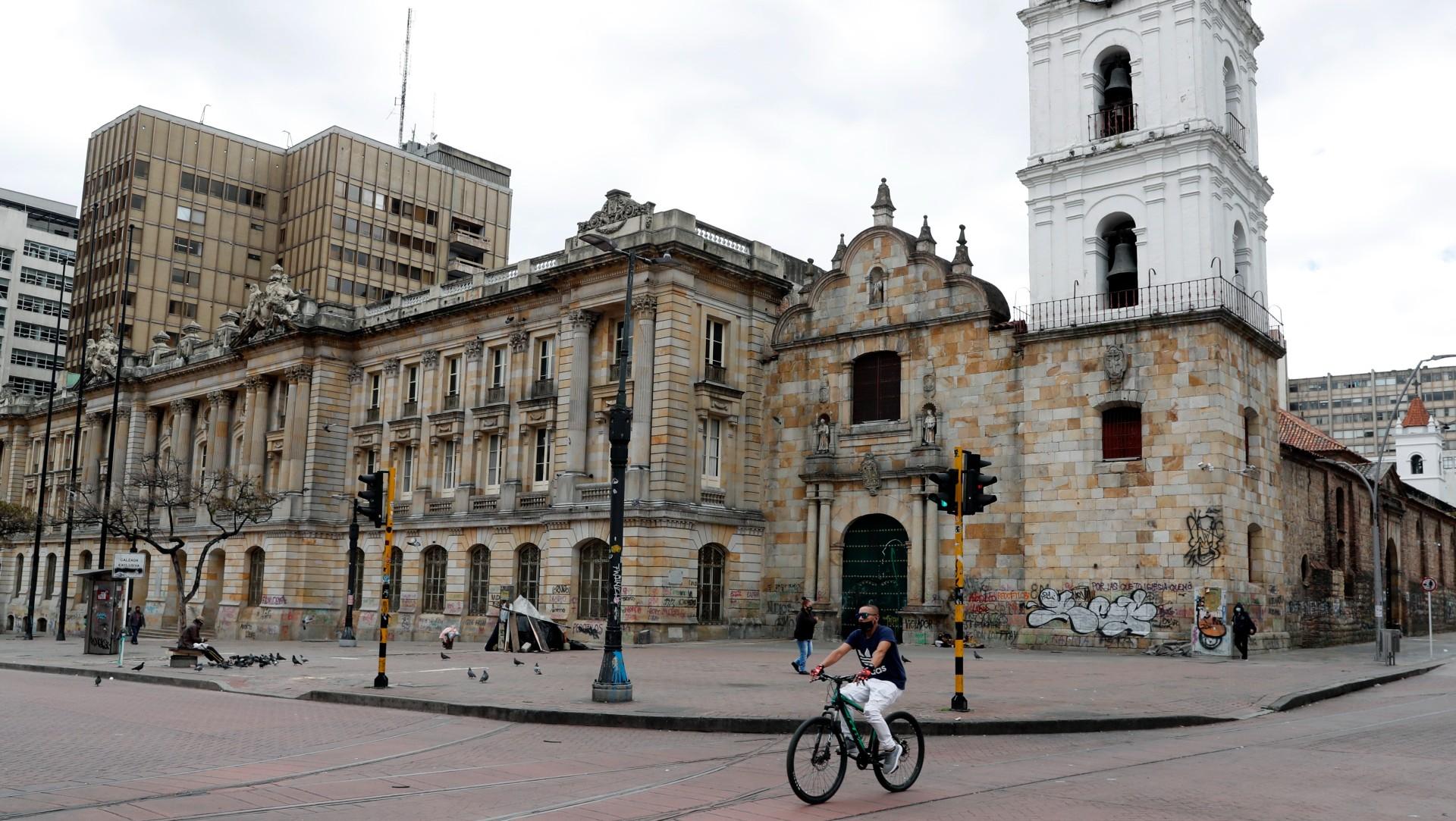 Colombia se encuentra confinado por tercera ola de COVID-19