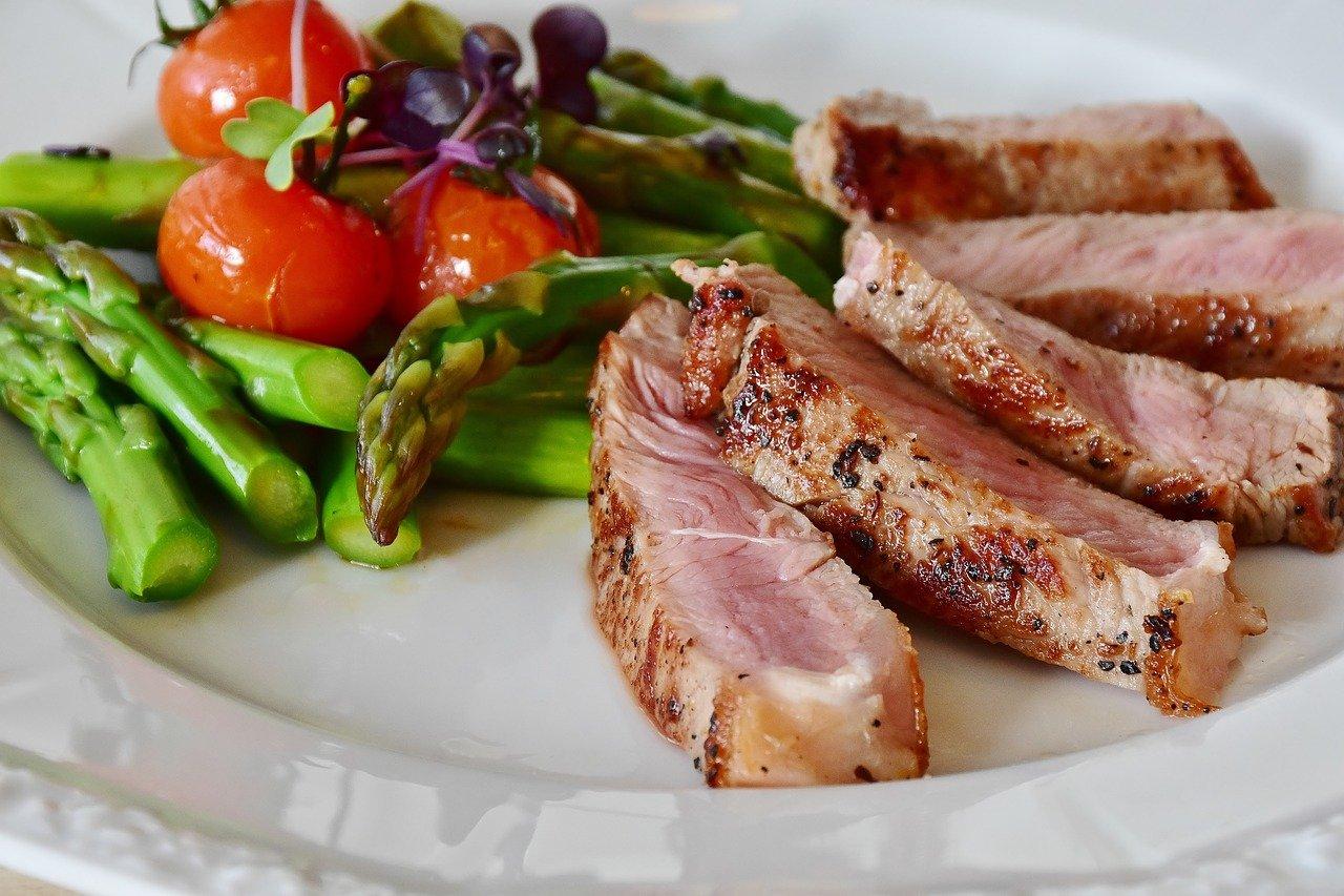 Beneficios y riesgos de una dieta baja en carbohidratos según estudio