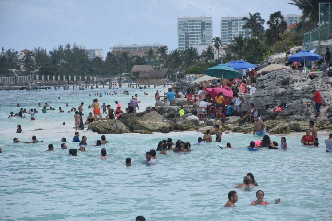 Turista resulta quemada por bebida flameante en Cancún