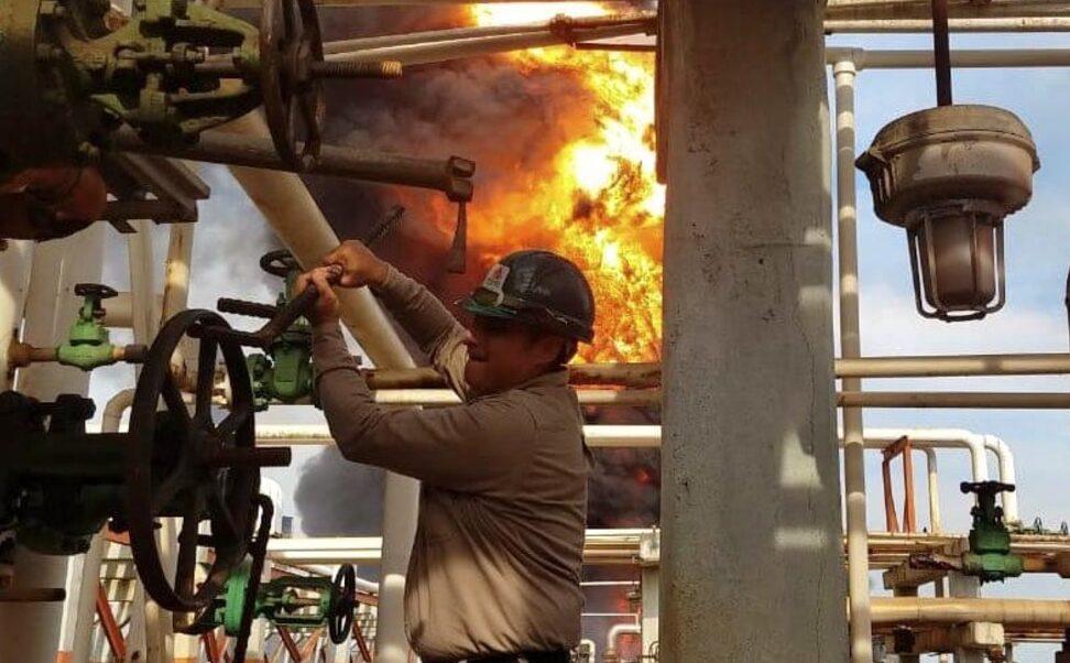 Deckar Israel, héroe de la refinería de Minatitlán que evitó desastre durante incendio