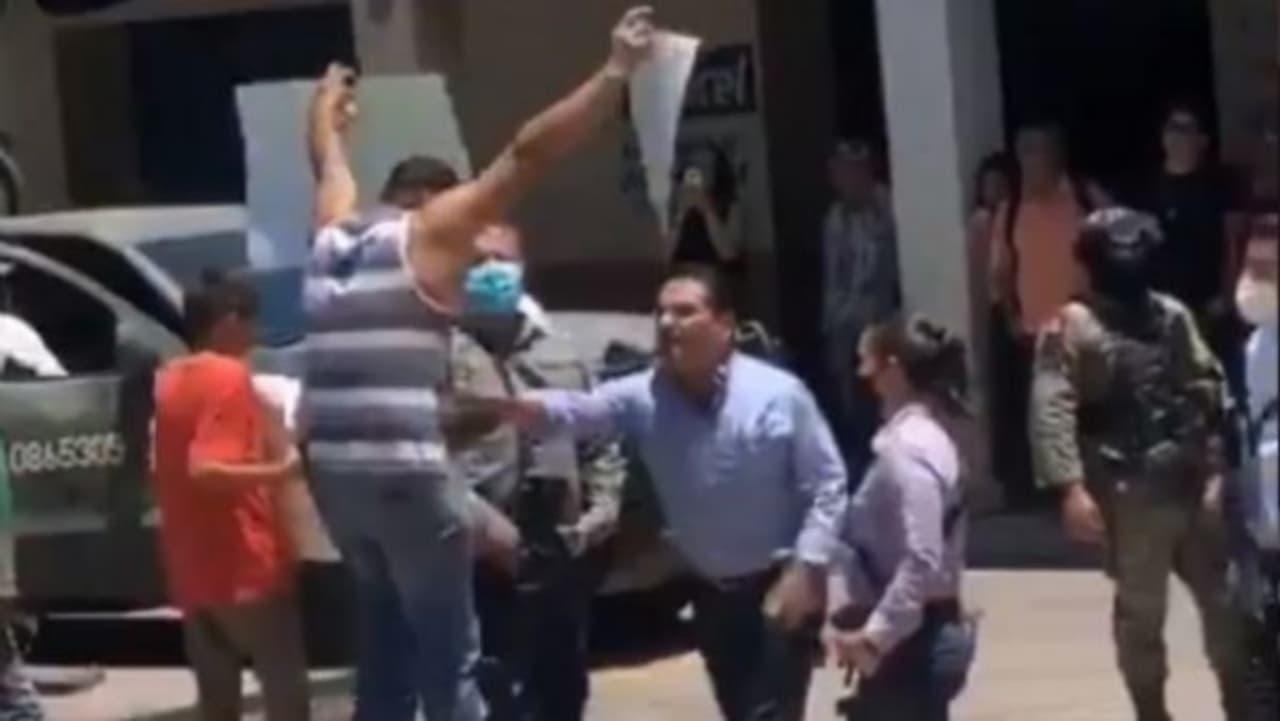 Denuncian a funcionarios que participaron en agresión de Profesor en Aguililla