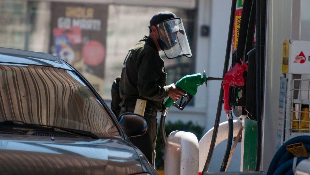 Despachan gasolina en México (Cuartoscuro)