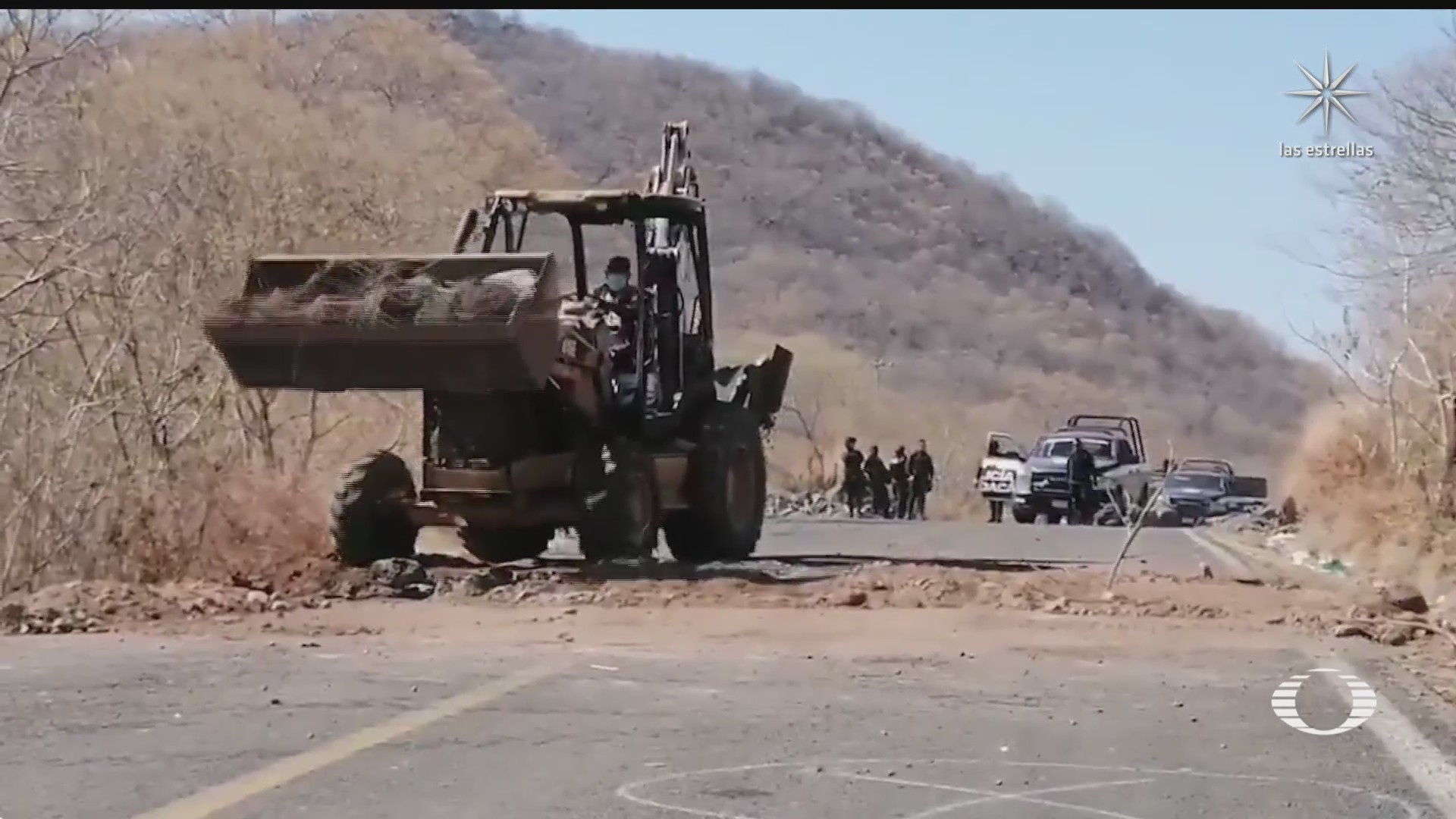 grupos criminales destrozan caminos en aguililla michoacan