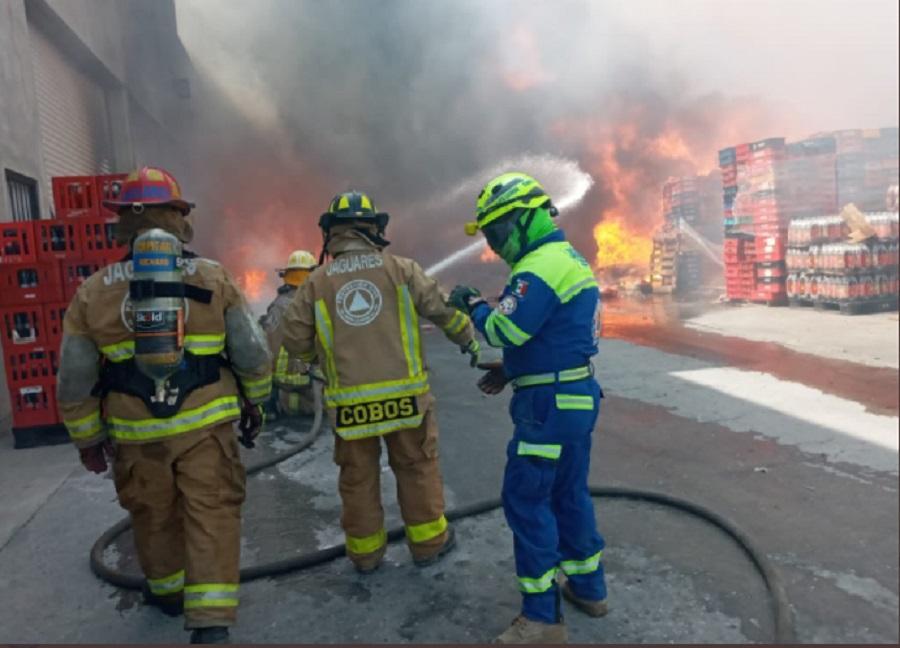 Incendio-en-terreno-baldío-se-extiende a-dos-bodegas-en-NL