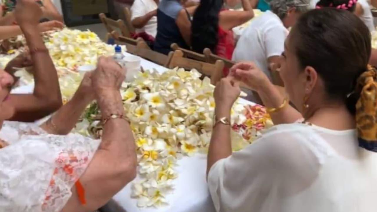 Indígenas Zoques de Chiapas realizan la tradicional ensarta de flores