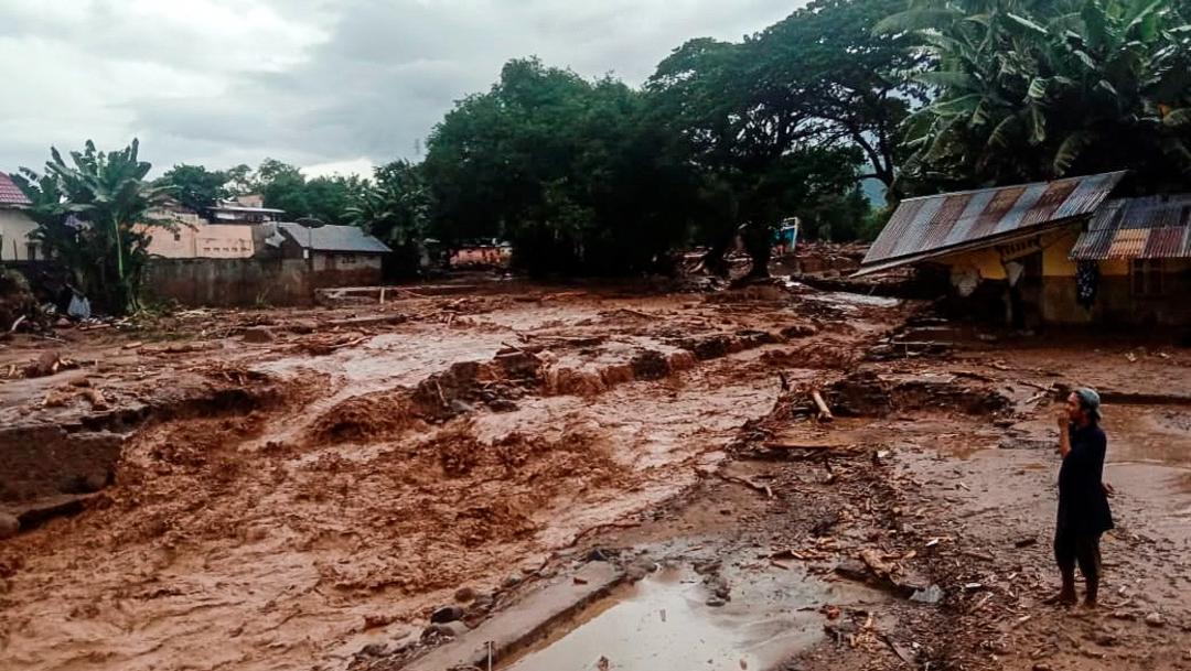 Inundaciones al este de Indonesia