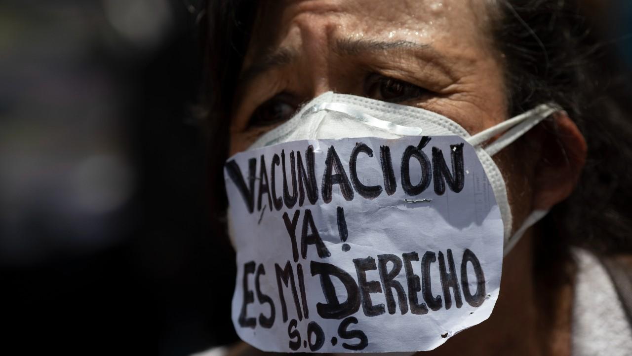 Médicos y enfermeras protestan en Venezuela para exigir vacunas