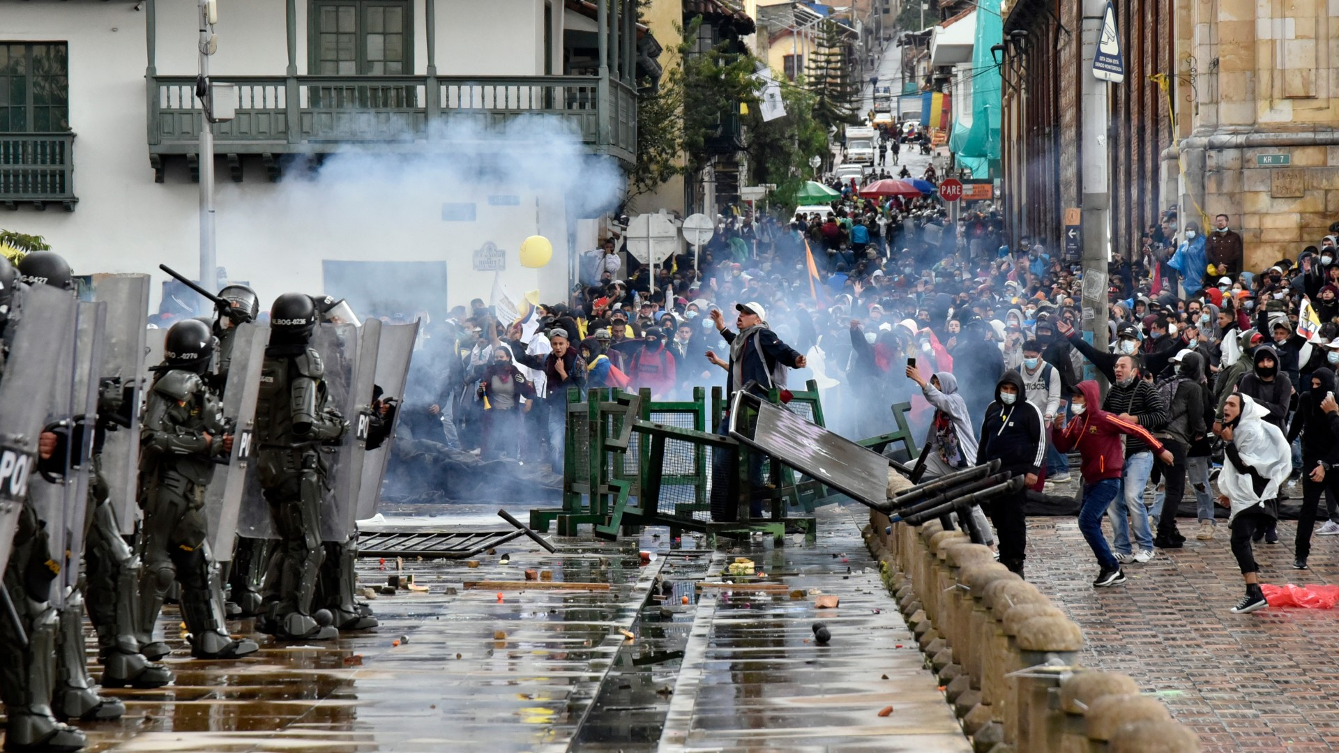 Muere al menos una persona tras manifestaciones contra la reforma tributaria en Colombia