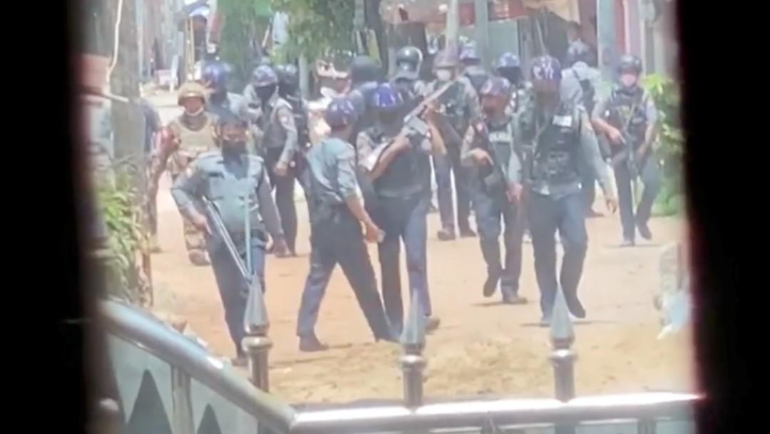Mueren 14 policías en un ataque coordinado de grupos rebeldes en Birmania