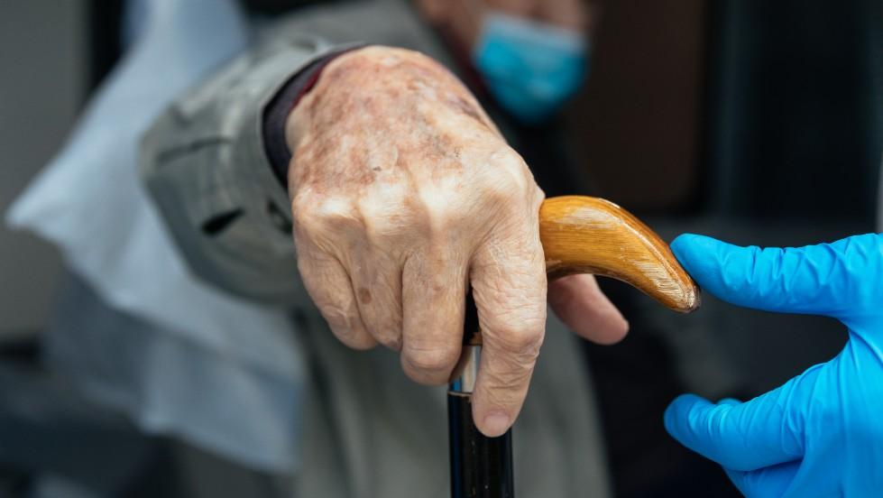 Mueren al menos 15 ancianos por brote de COVID-19 en asilo de Uruguay