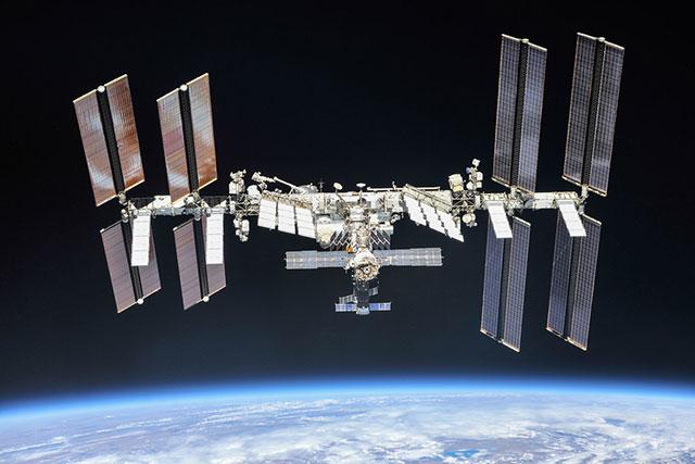 NASA: Una nave de Space X pudo chocar con un ovni