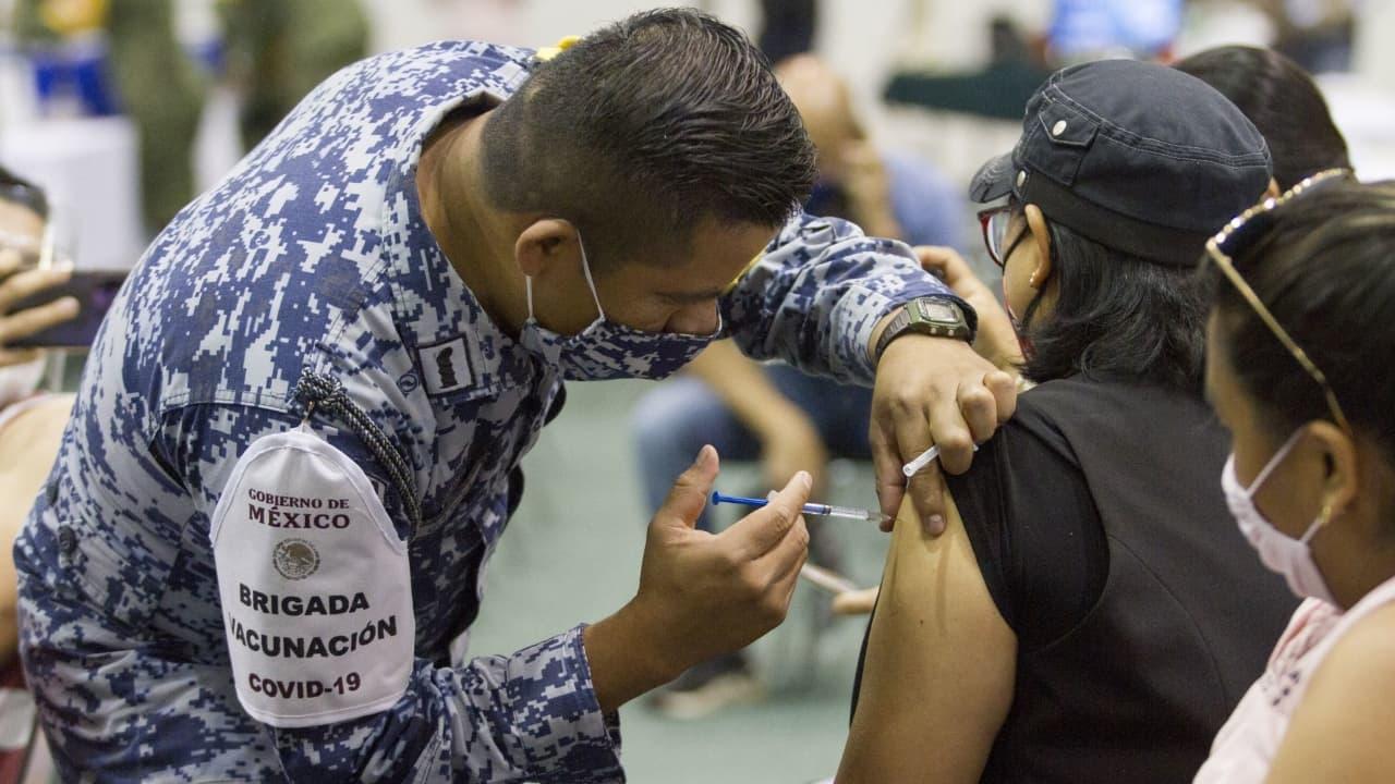 No hay evidencia científica para aplicar tercer dosis de vacuna Pfizer: López-Gatell