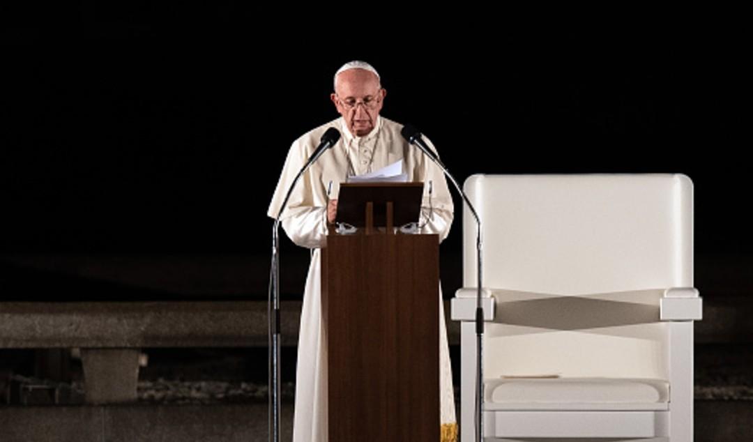 El Papa llama a acabar con guerras y compartir vacunas