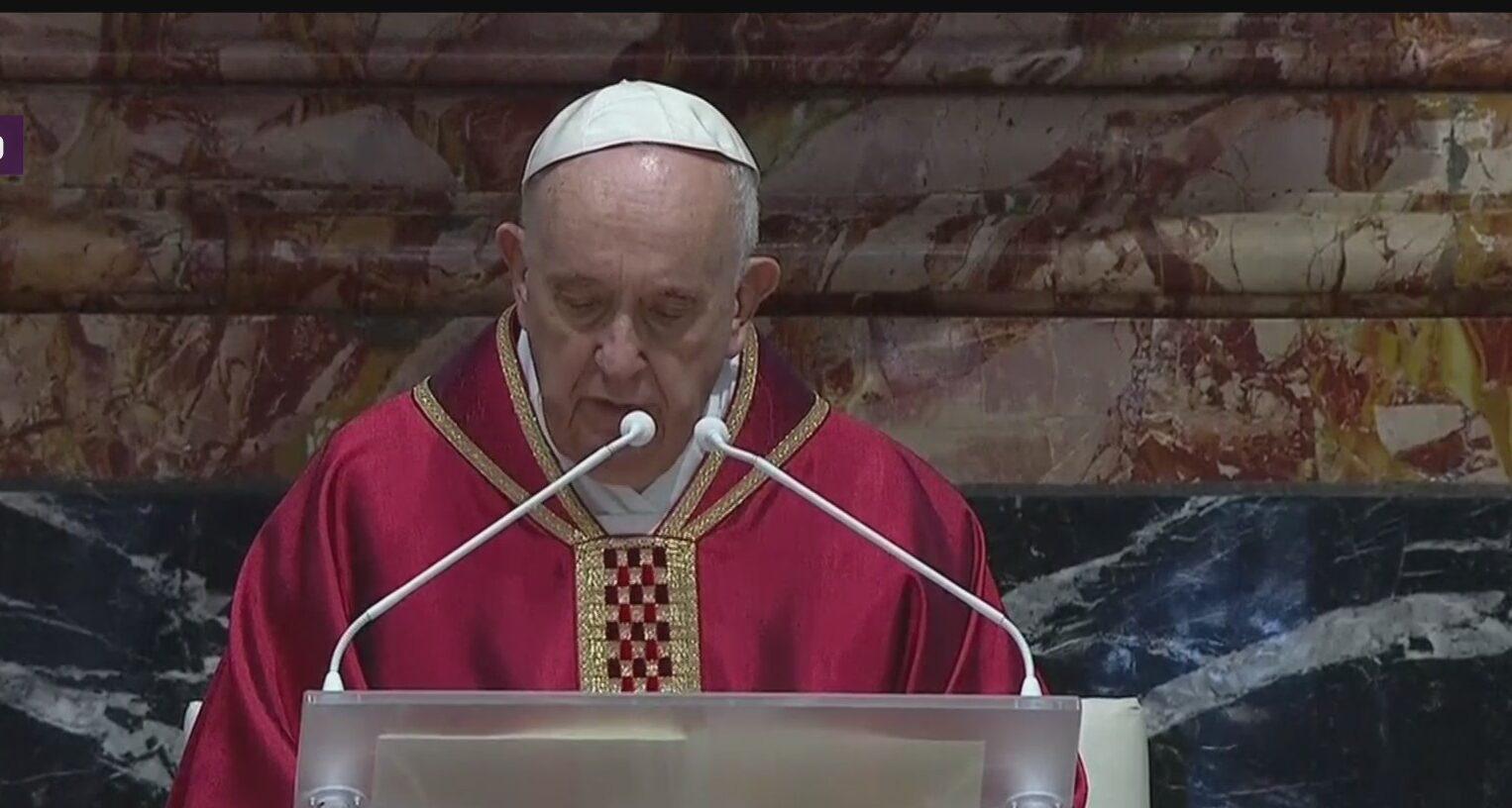 papa francisco preside ceremonia de la pasion de cristo en el vaticano