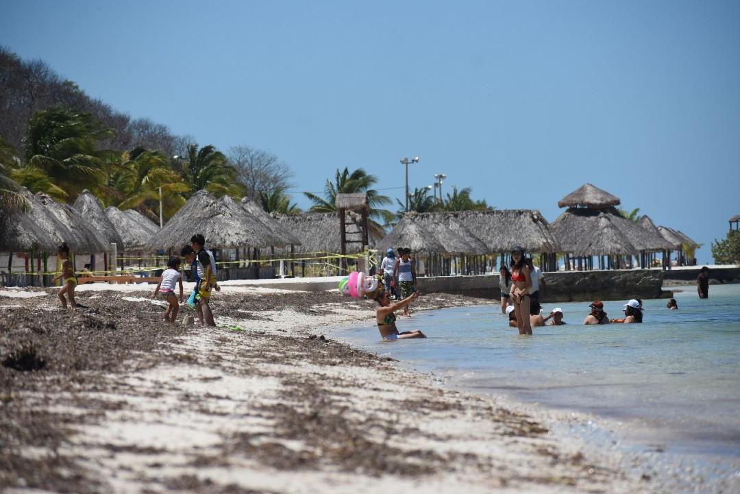 Erosión-marina-arrasa-con-40-metros-de-playa-en-Campeche