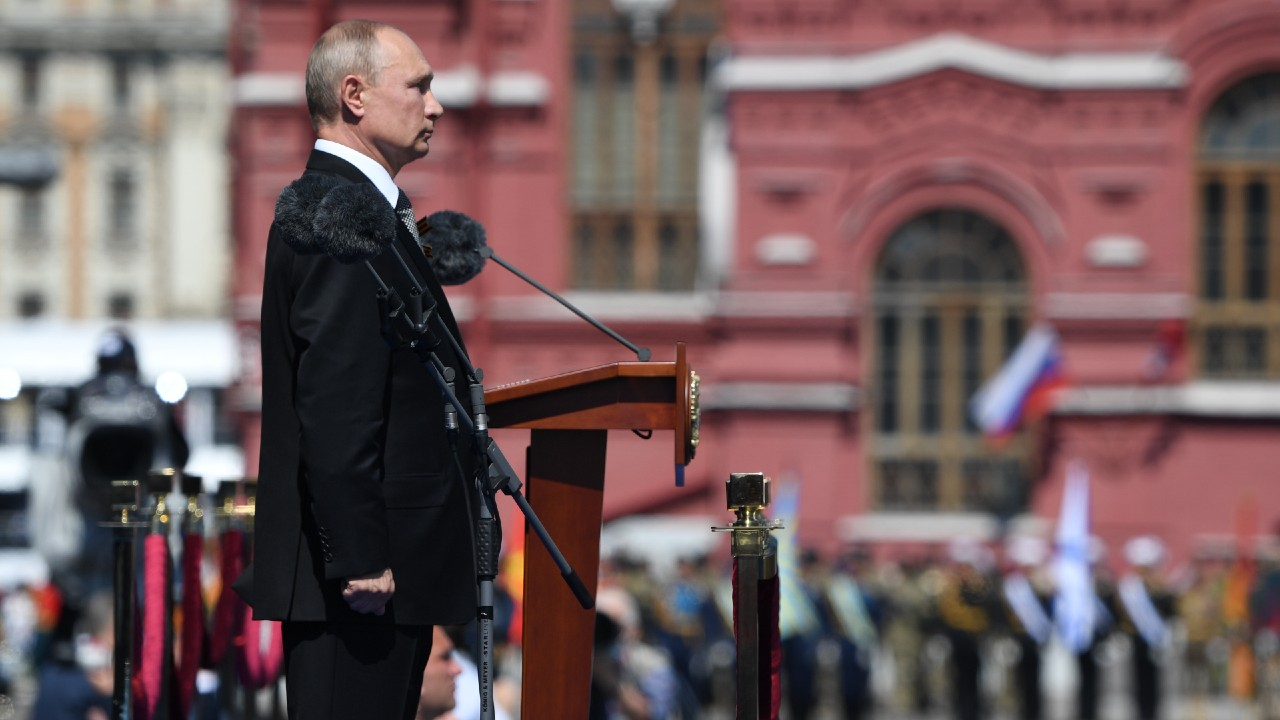 'No traspasen la línea roja con Rusia', advierte Putin a rivales