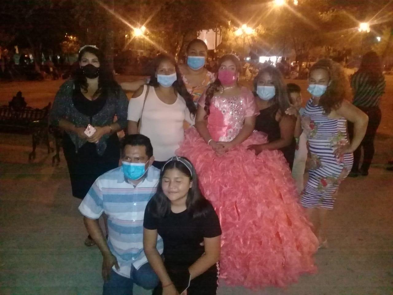 Quinceañera comparte banquete con migrantes varados en Reynosa, Tamaulipas