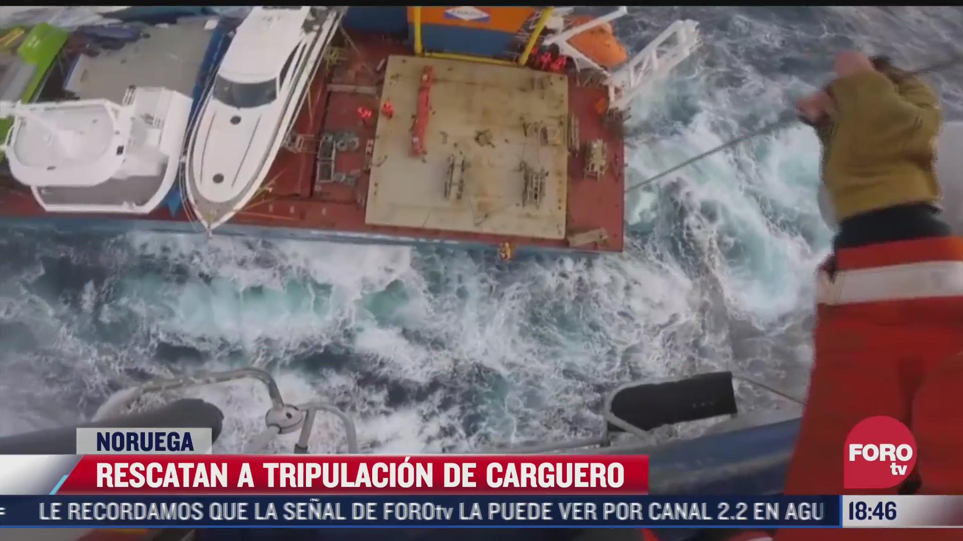 rescatan a tripulacion de barco carguero tras fuerte marejada