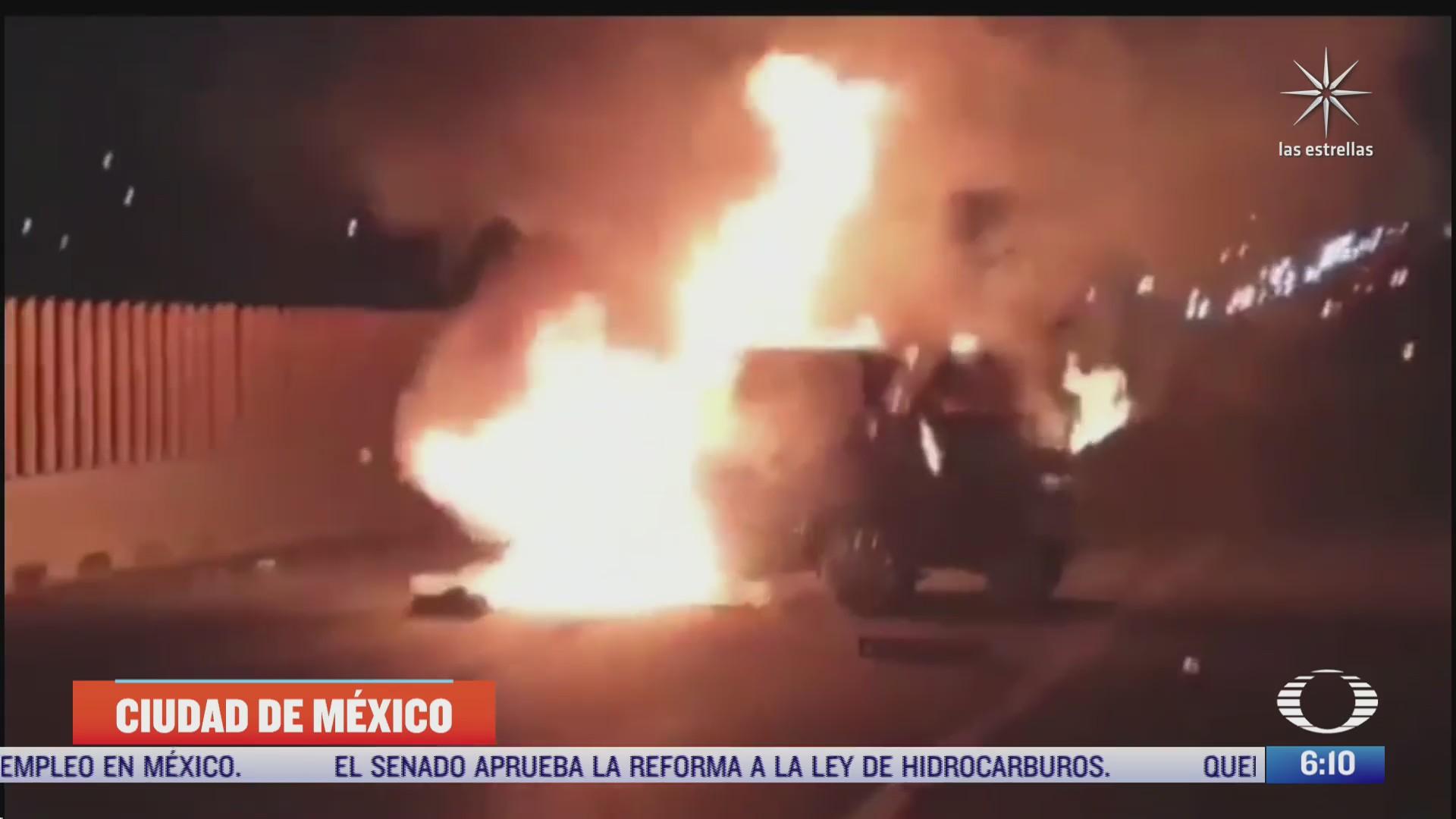 se incendia auto tras volcar en la autopista mexico puebla