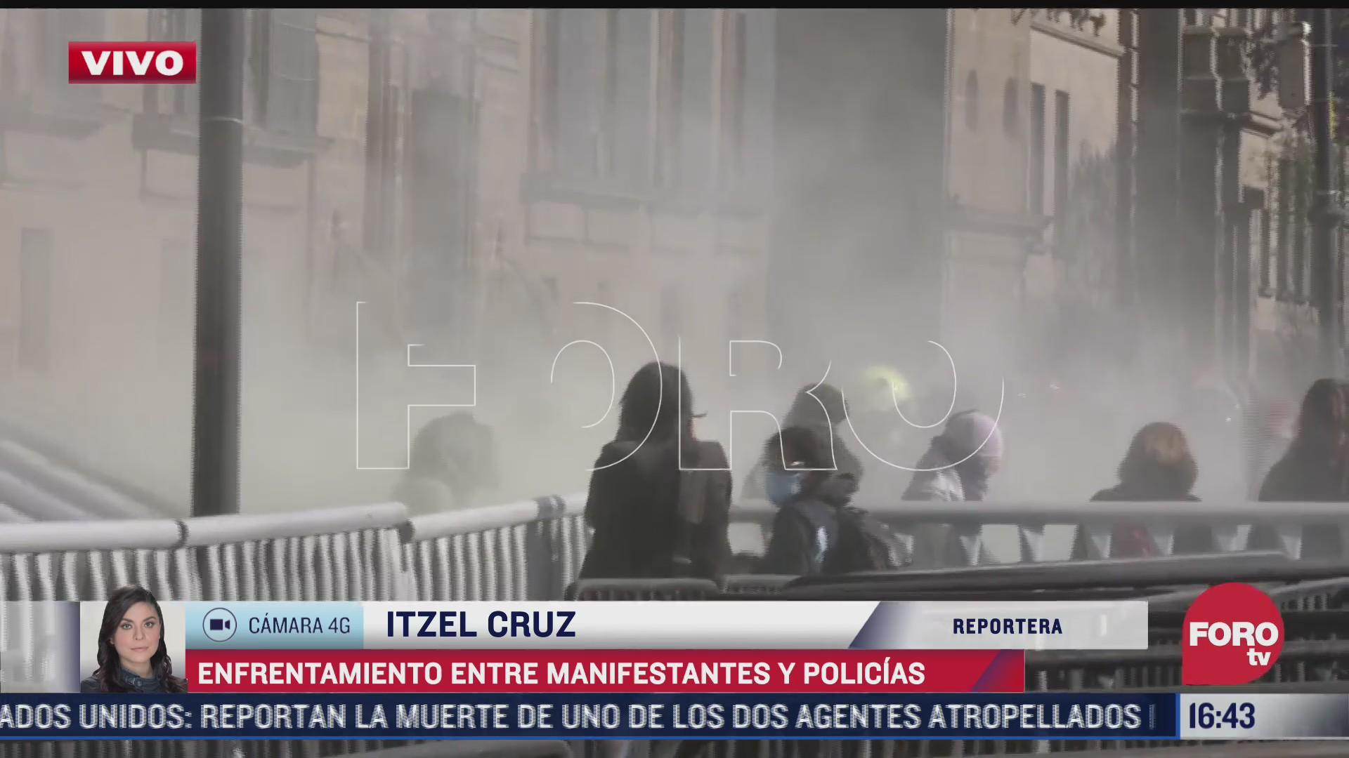 se registra enfrentamiento entre manifestantes y policias en palacio nacional