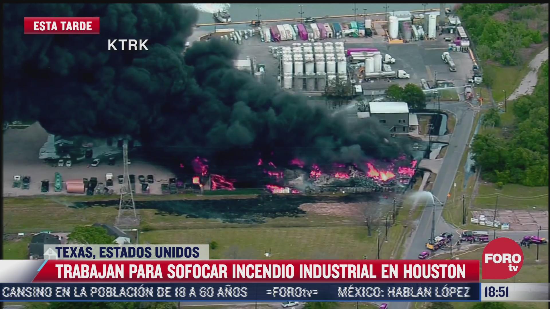 se registra incendio en zona industrial de houston texas