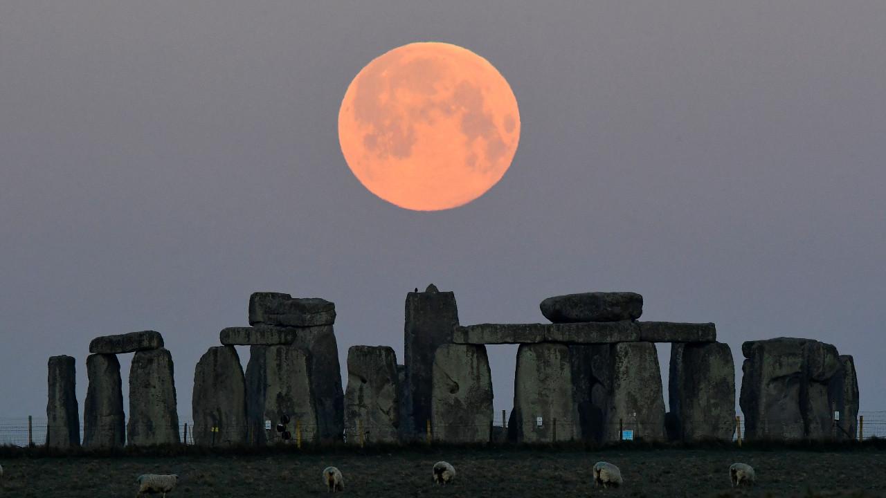 superluna, luna llena, Stonehenge, Inglaterra