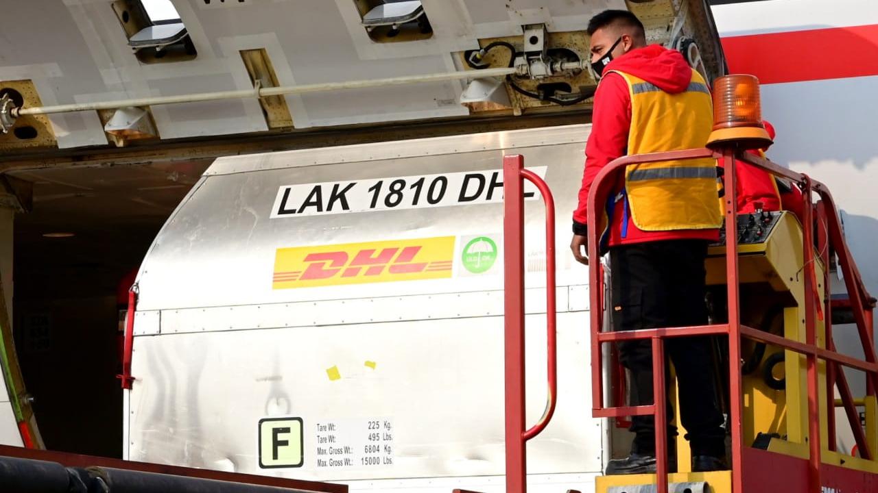 Llega nuevo cargamento de vacunas COVID-19 de Pfizer a México