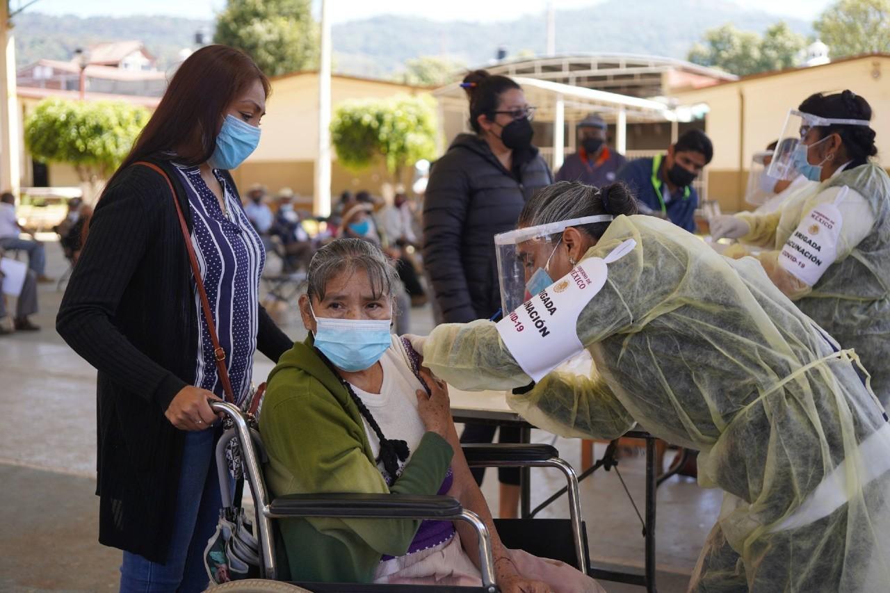 Muere-mujer-tras-ser-vacunada-contra-COVID-19-en-Michoacán