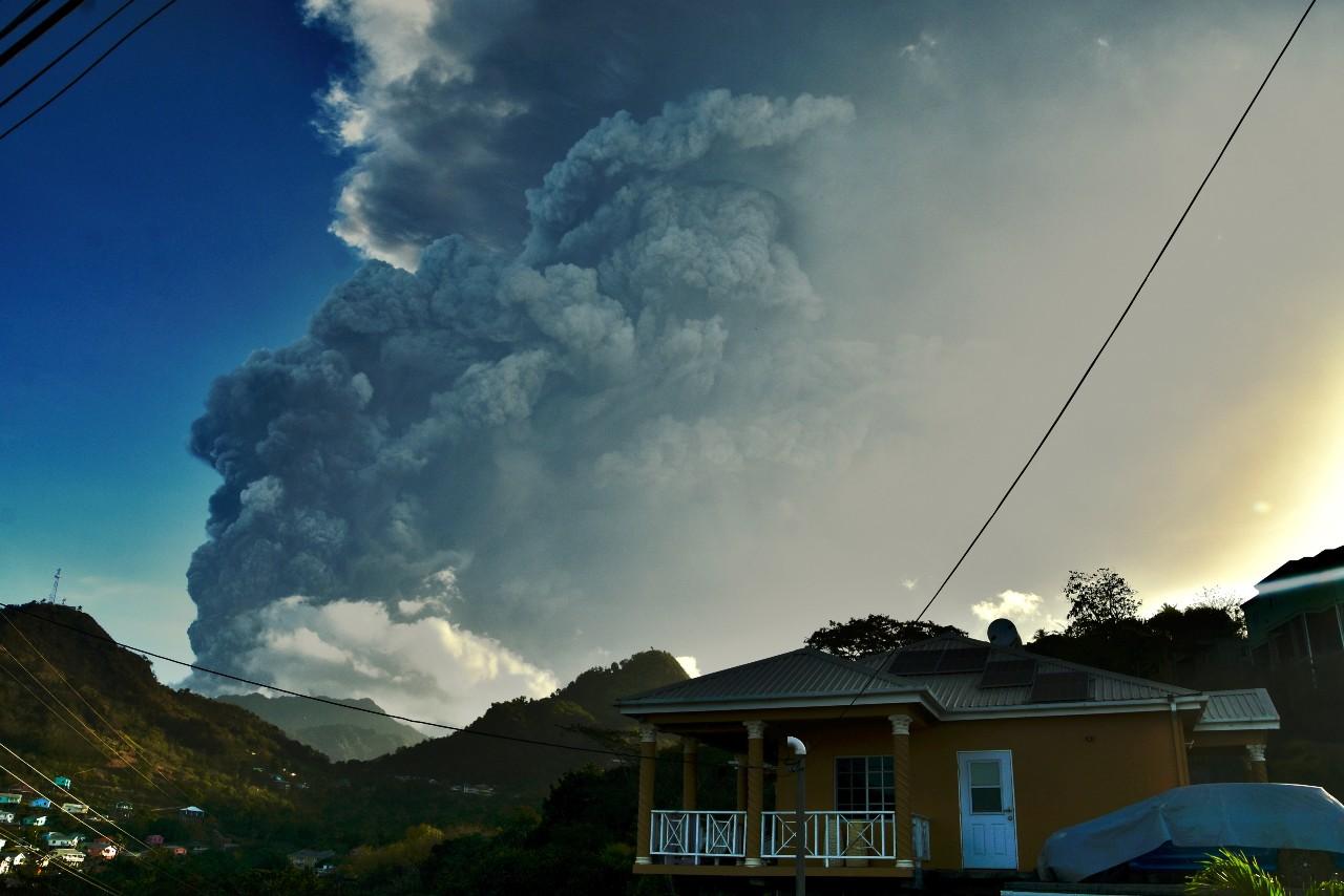 Volcán-Soufriere-registra-una-nueva-explosión