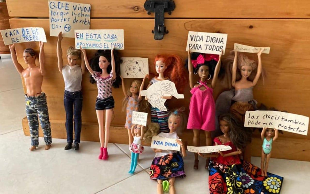 Foto viral: Niña suma sus muñecas a la protesta en Colombia