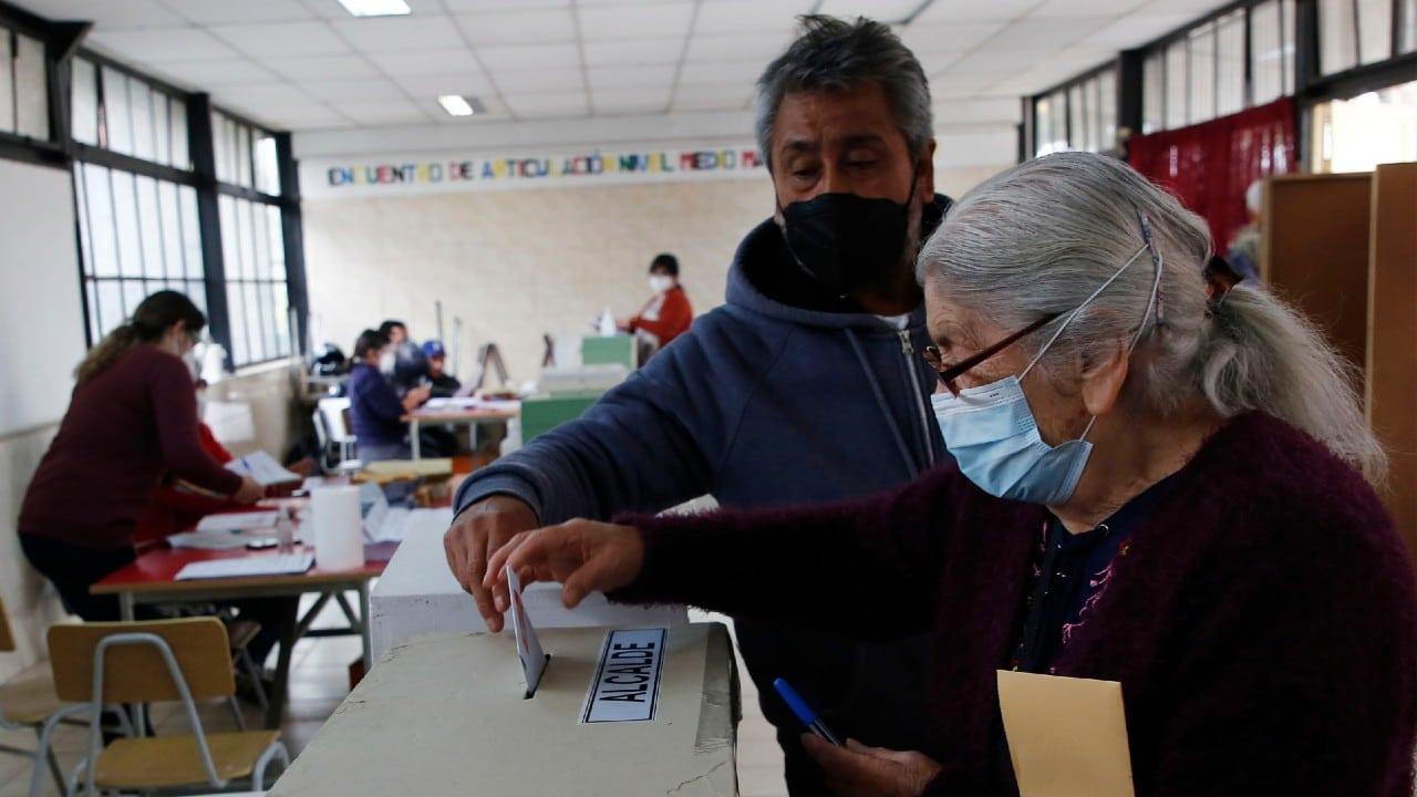 Chile inicia votación para redactar una nueva Constitución