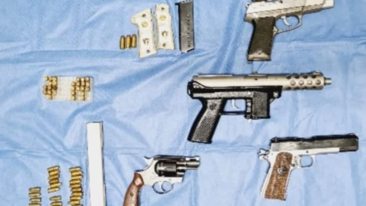 Aseguran armas durante cateo en Jalisco
