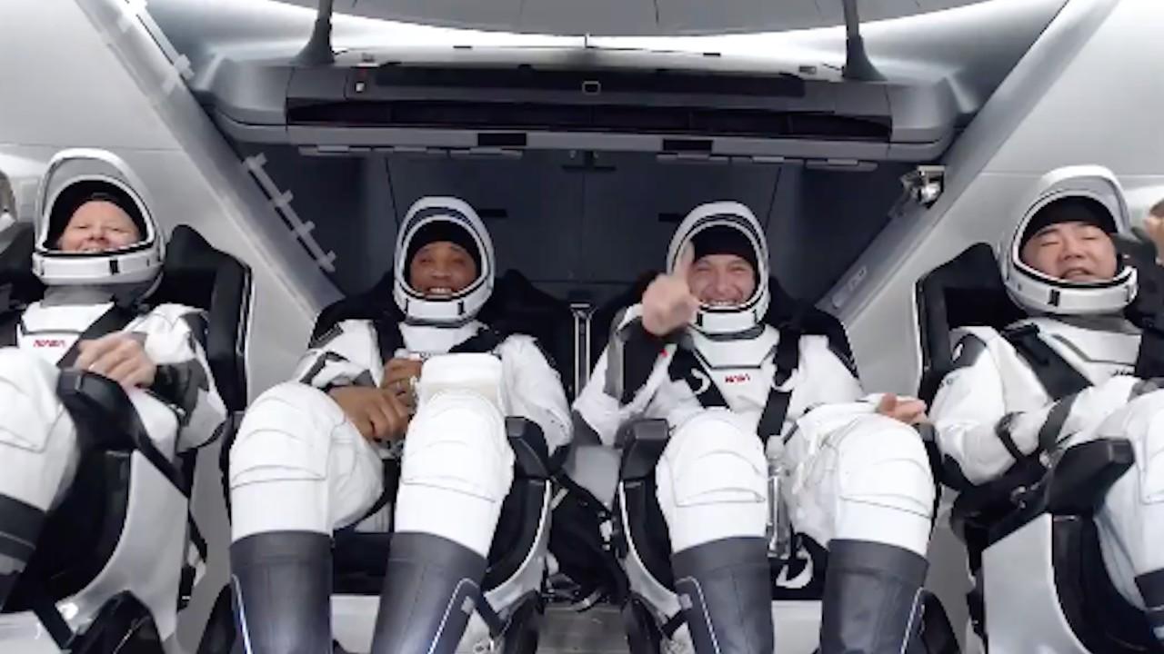 Astronautas después de 167 días en el espacio (Twitter: @SpaceX)