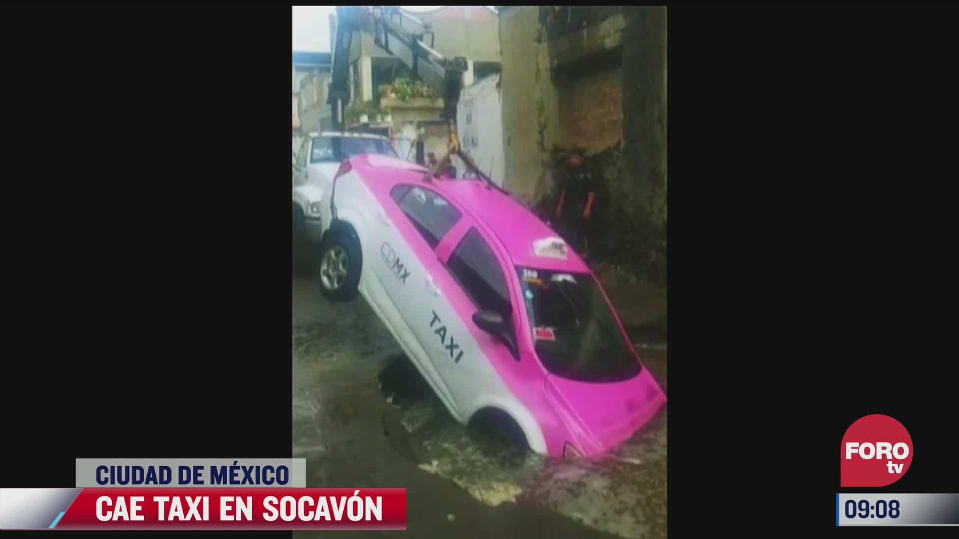 cae taxi a socavon en la alcaldia milpa alta cdmx