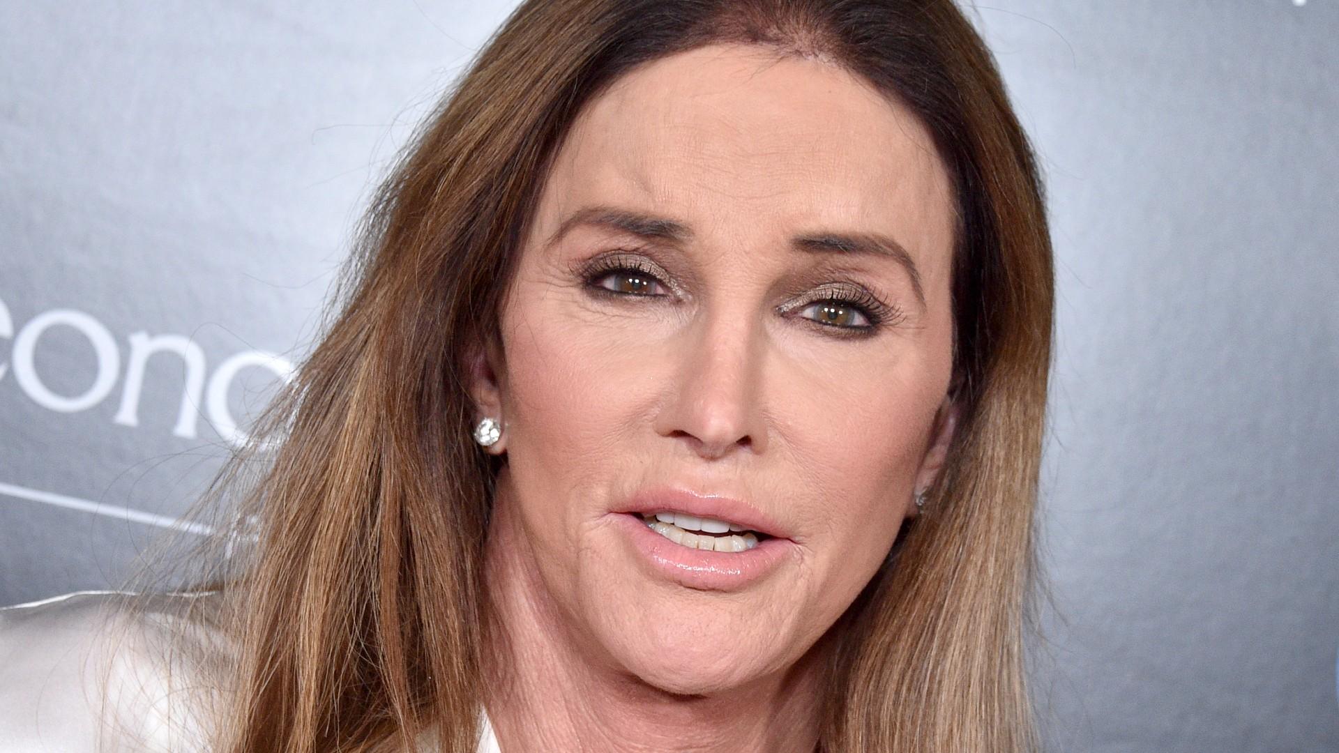 Caitlyn Jenner se opone a que niñas transgénero compitan con niñas en deportes