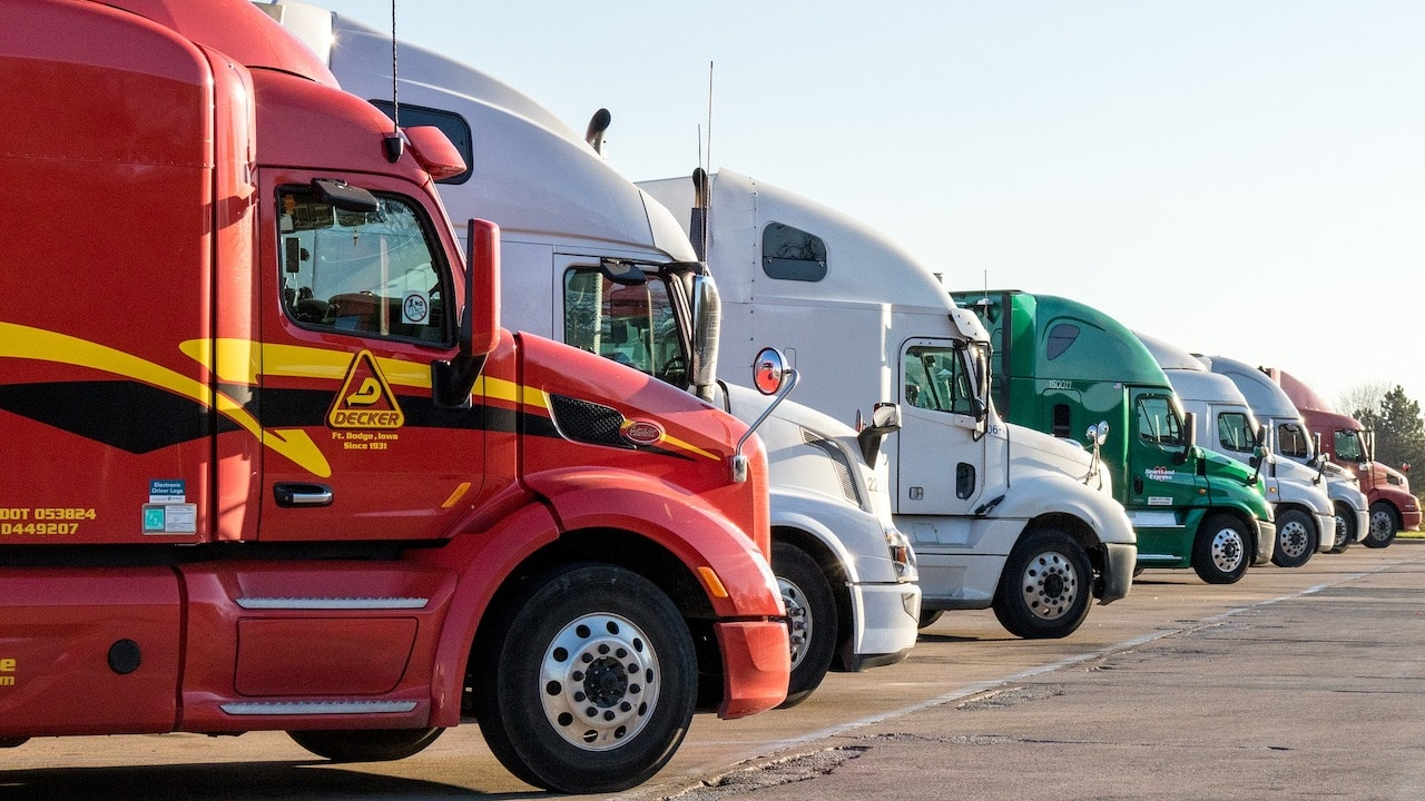 Empresa en Texas ofrece vacante para conductores de camión; ofrece 14 mil dólares