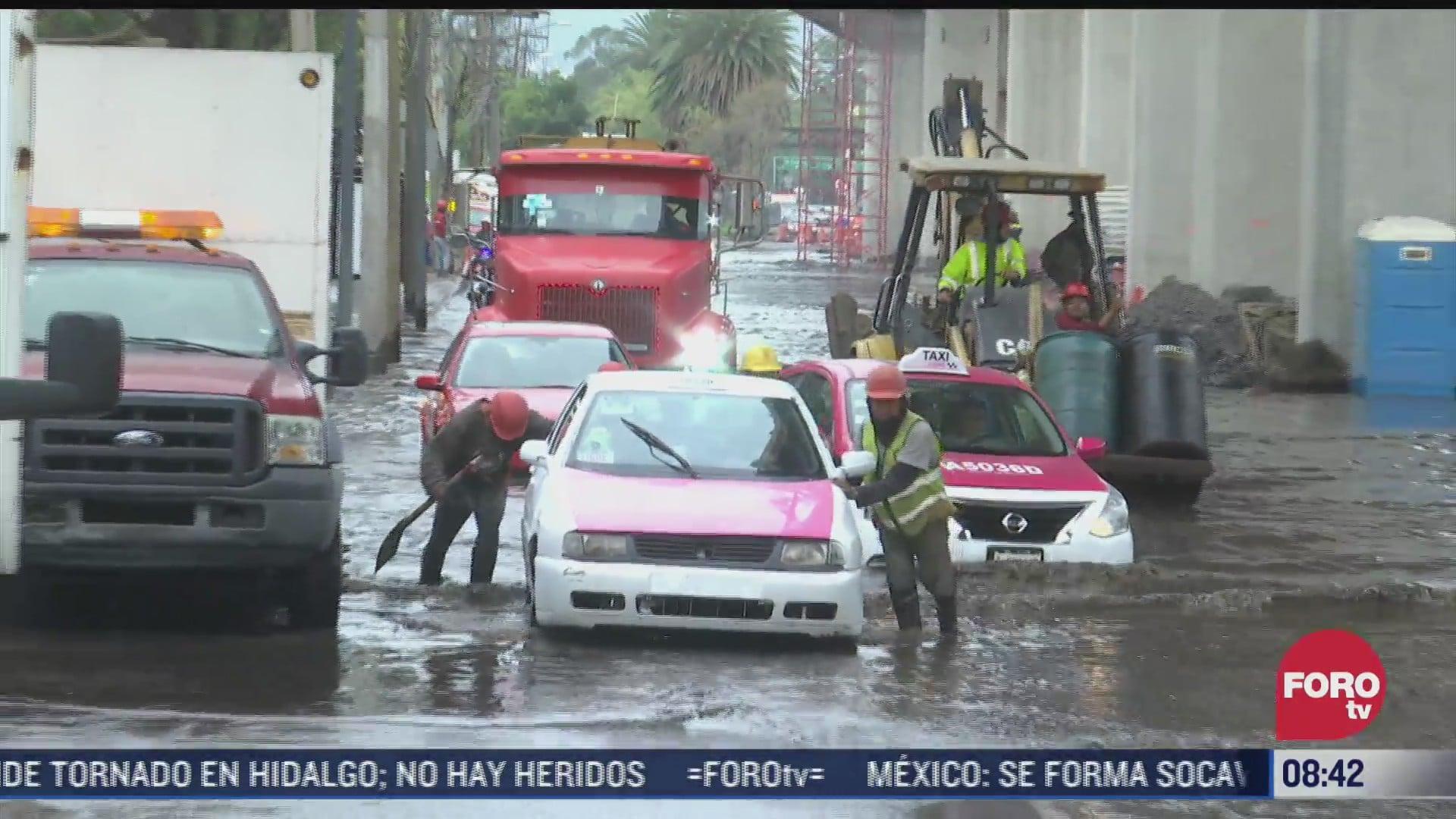 caos por fuerte fuga de agua en cuemanco cdmx