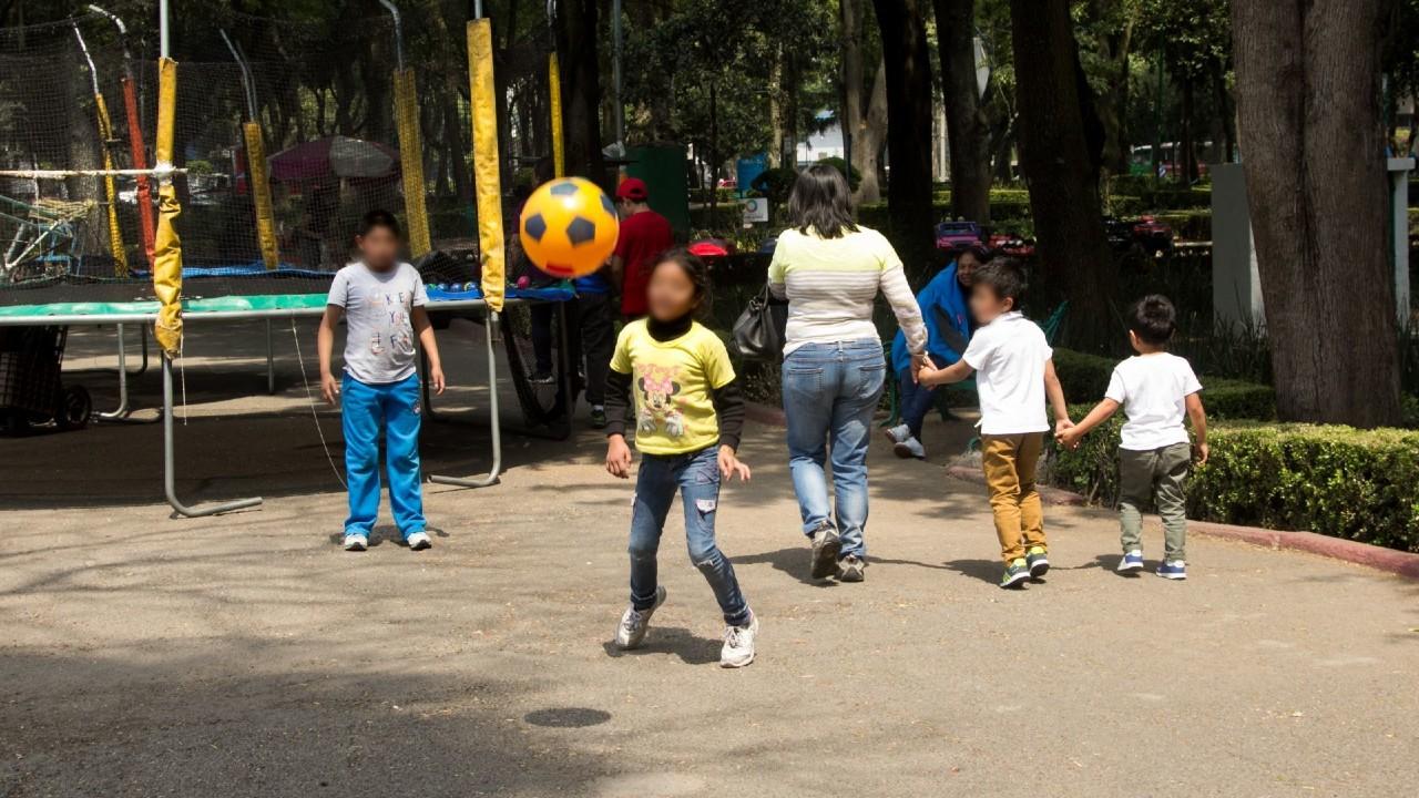 Capitalinos celebran Día del Niño en parques y reuniones en casa