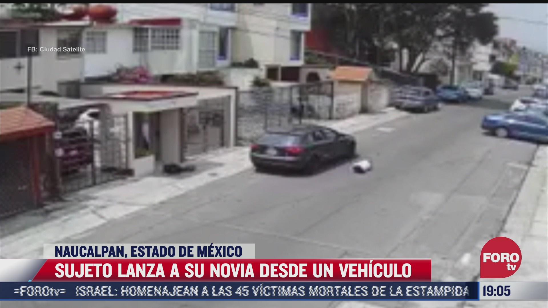captan momento en que hombre lanza de su vehiculo a mujer