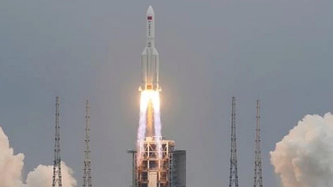 Cohete chino sin control se desintegra al entrar y caen en el Índigo