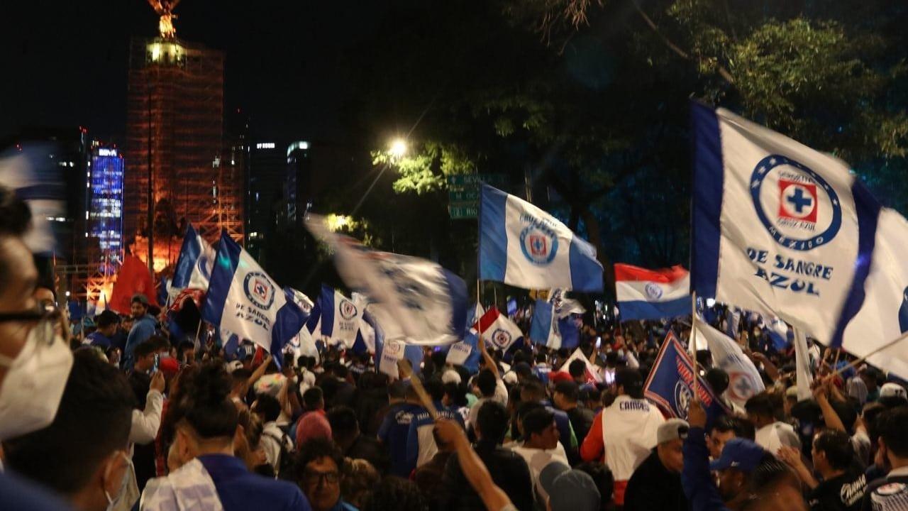 Cruz Azul reúne a 80 mil aficionados en el Ángel de la Independencia