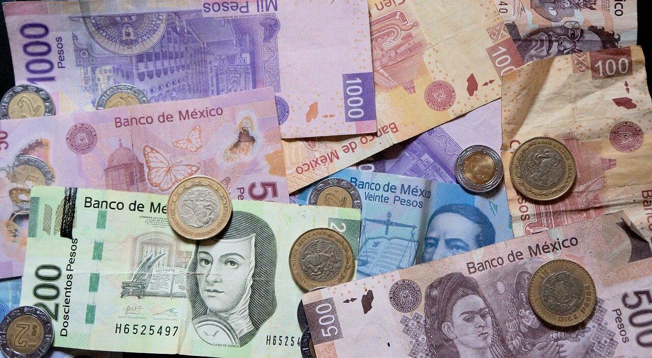 Banco debe cambiar billetes y monedas de los usuarios
