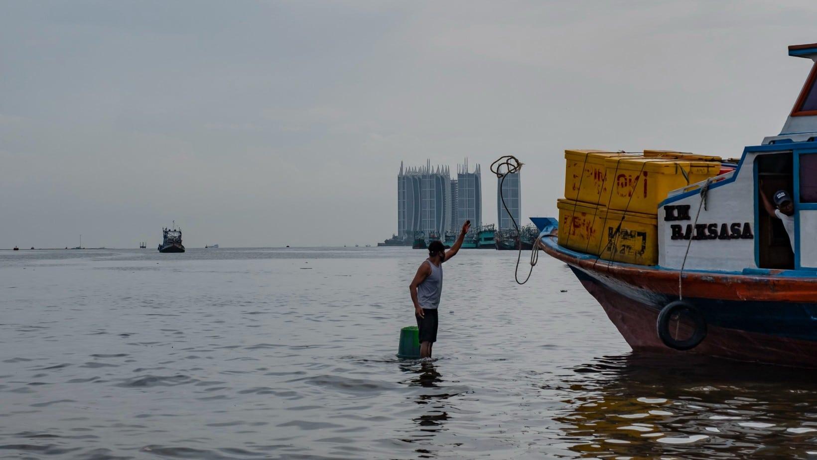 Embarcación turística se vuelca por selfi; suman 7 muertos