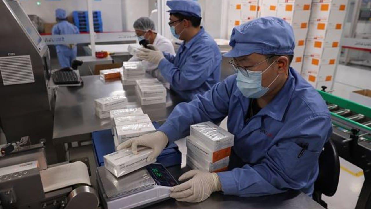Empacado de vacuna china de Sinovac, contra COVID-19
