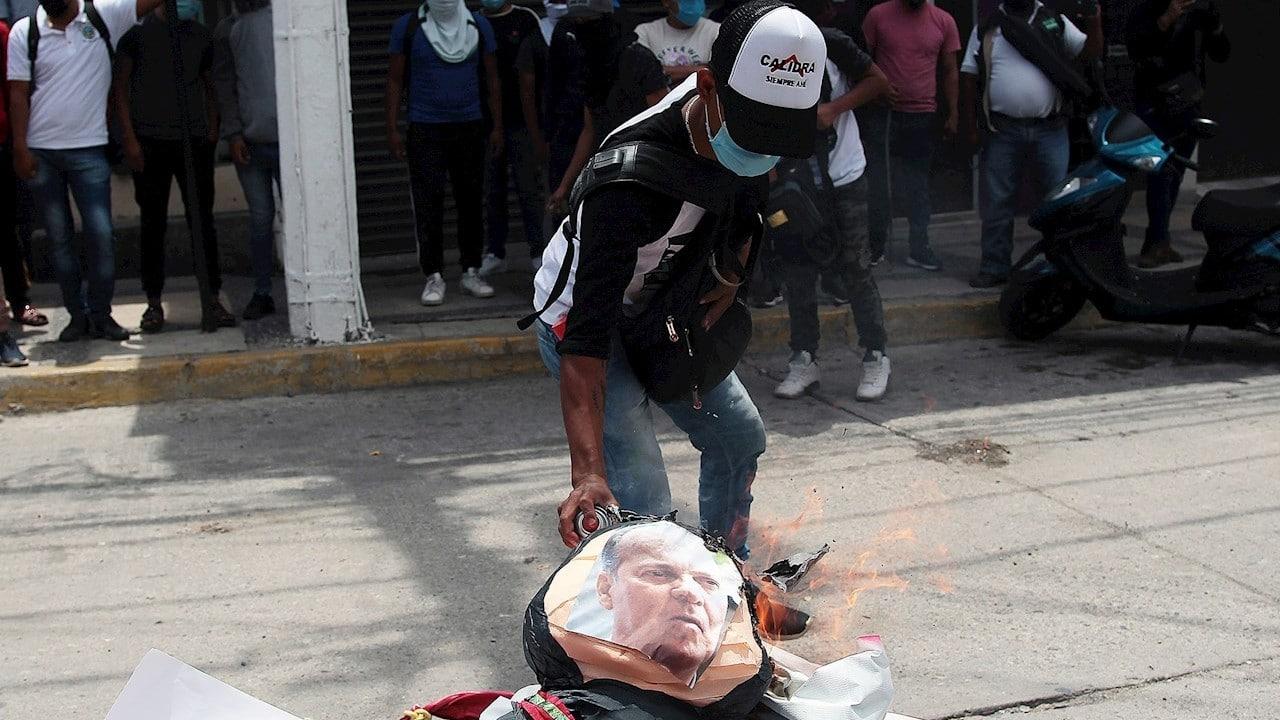 Estudiantes de Ayotzinapa se deslindan de partidos políticos