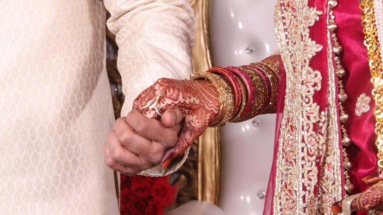 Novia fallece durante su boda y su hermana la reemplaza