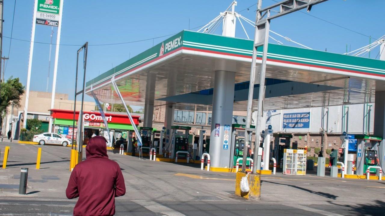 Encargados de una gasolinera en México (Cuartoscuro, archivo)